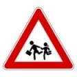 segnale stradale attenti scuola